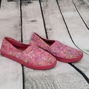 Tom's splatter pink shoes
